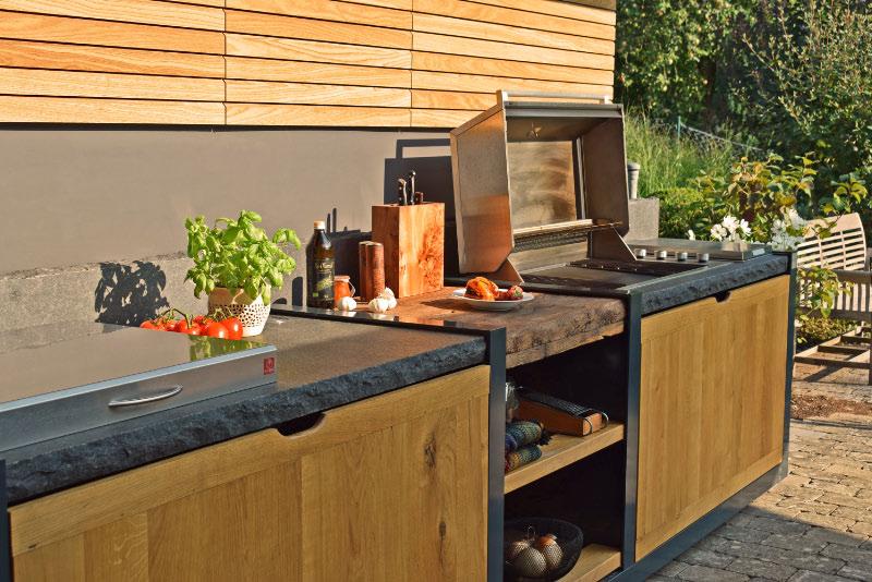 Outdoor Küche Vegetarisch : Genuss im garten: outdoorküche holzterrasse und sonnensegel