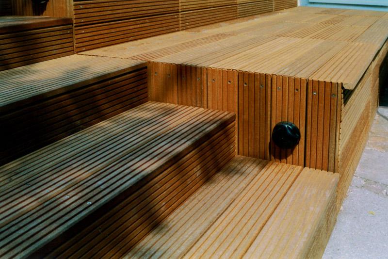 Extrem Gartengestaltung mit Holzterrasse und Gartenbeleuchtung BZ96